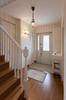 岡崎市注文住宅 A様邸 玄関ホール ホワイトの階段子柱手すりが美しい