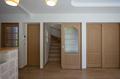 2階への階段はリビングを必ず通る間取りで、家族のコミュニケーションが生まれます。