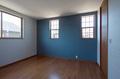 床の色も他の部屋とは異なり、寝室だけは雰囲気を変えて落ち着いた空間となっています。