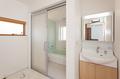 浴室出入り口もバリアフリー設計の引き戸にしてあります