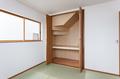 階段下を有効活用した押入れ収納スペース