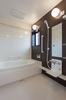 浴室は1.25坪タイプで洗い場にゆとりがあり、お子様とのバスタイムが楽しくなります。