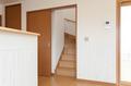 引違の扉を開けると階段が現れます。