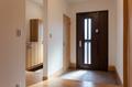玄関クロゼットはウォークスルーにし、家族の普段使いの玄関としても使用できます。